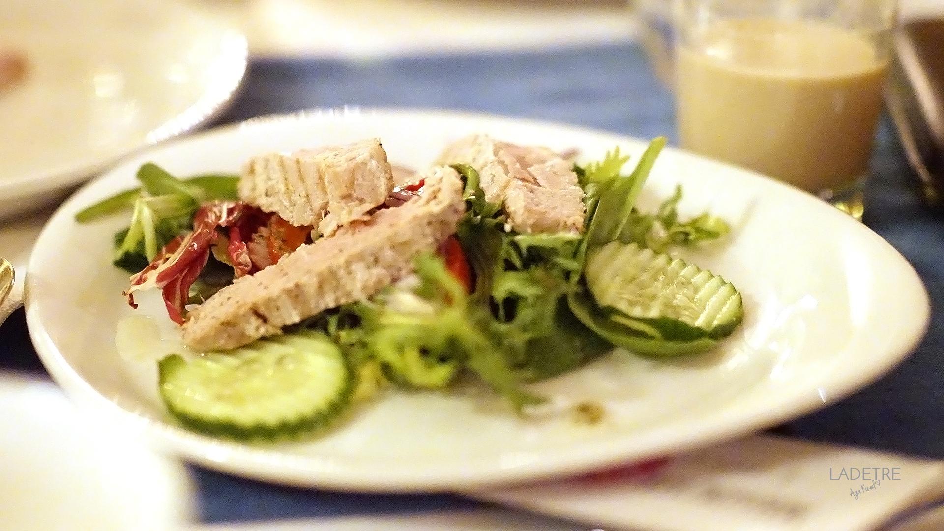 Sałatka z tuńczykiem Restauracja Novocaina